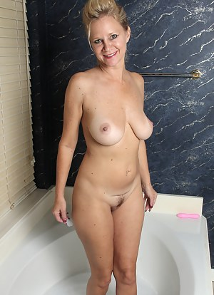Free Bathroom Porn Pictures